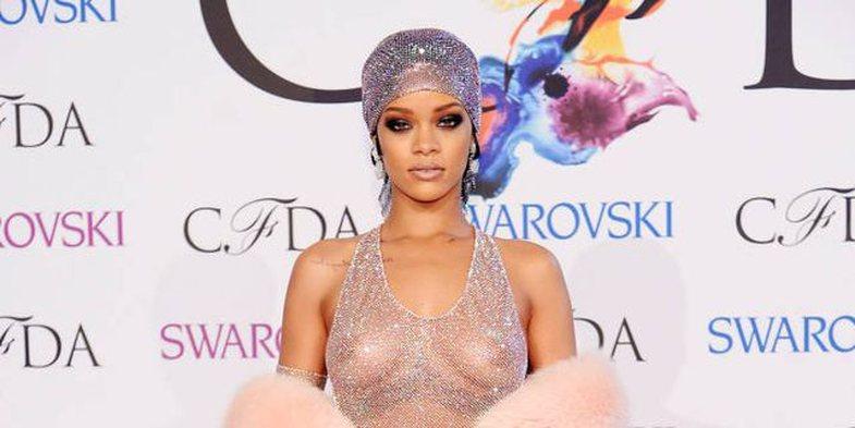 Rihanna bën histori në kopertinën e British Vogue