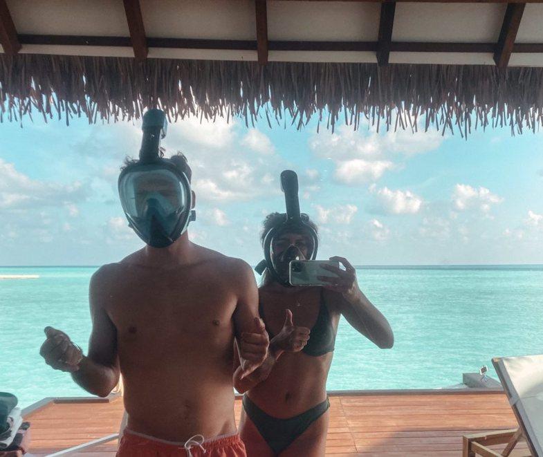 Ky çift i gjorë ka ngecur në Maldive