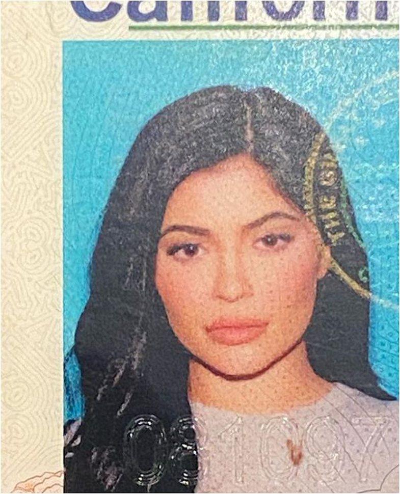 Kylie Jenner photoshop-on foton e patentës