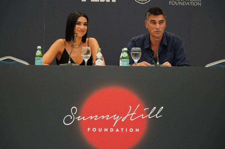 Sunny Hill: Dua Lipa anulon festivalin