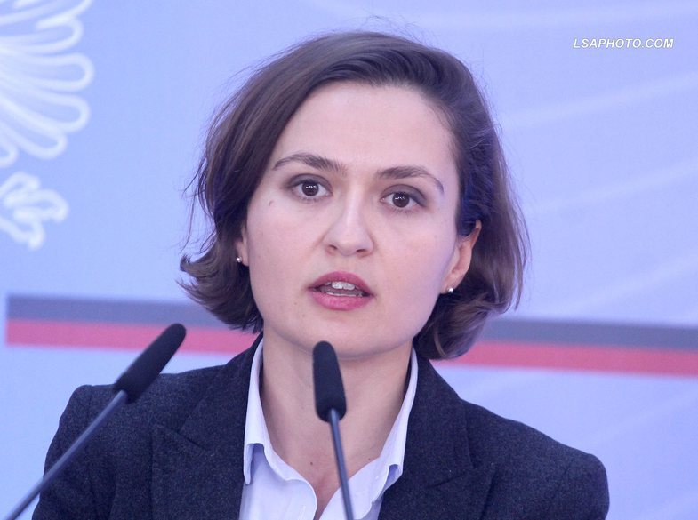Besa Shahini responds to the outraged graduates: 'Exams are not meant to  penalize you' - Shqipëria