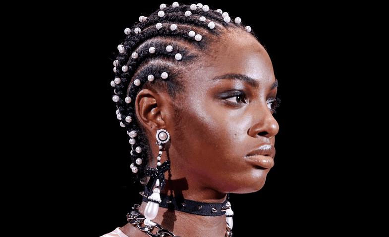 Modeli i flokëve që propozojnë vajzat e njohura