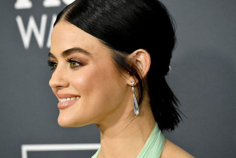 4 modele flokësh, për vajzat që duan të fshehin veshët