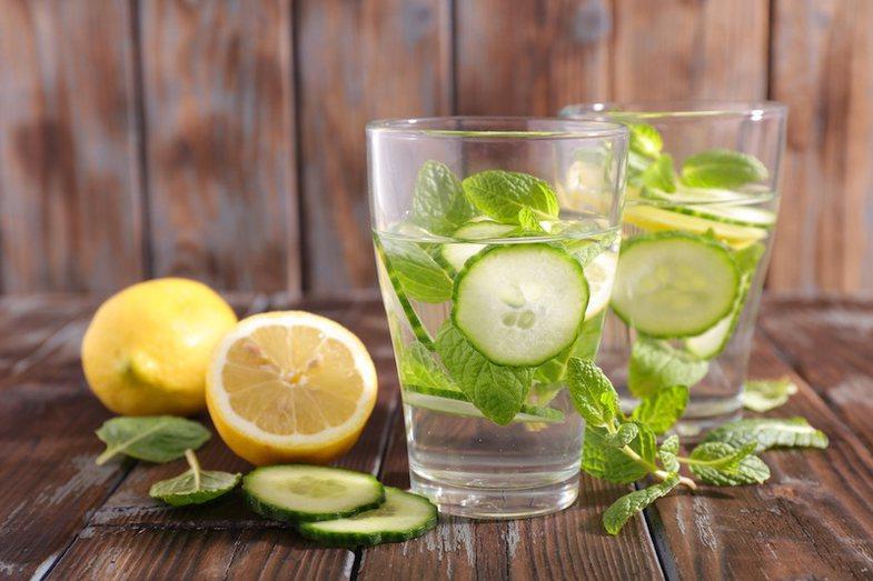 Si të përgatisni në shtëpi pije detox