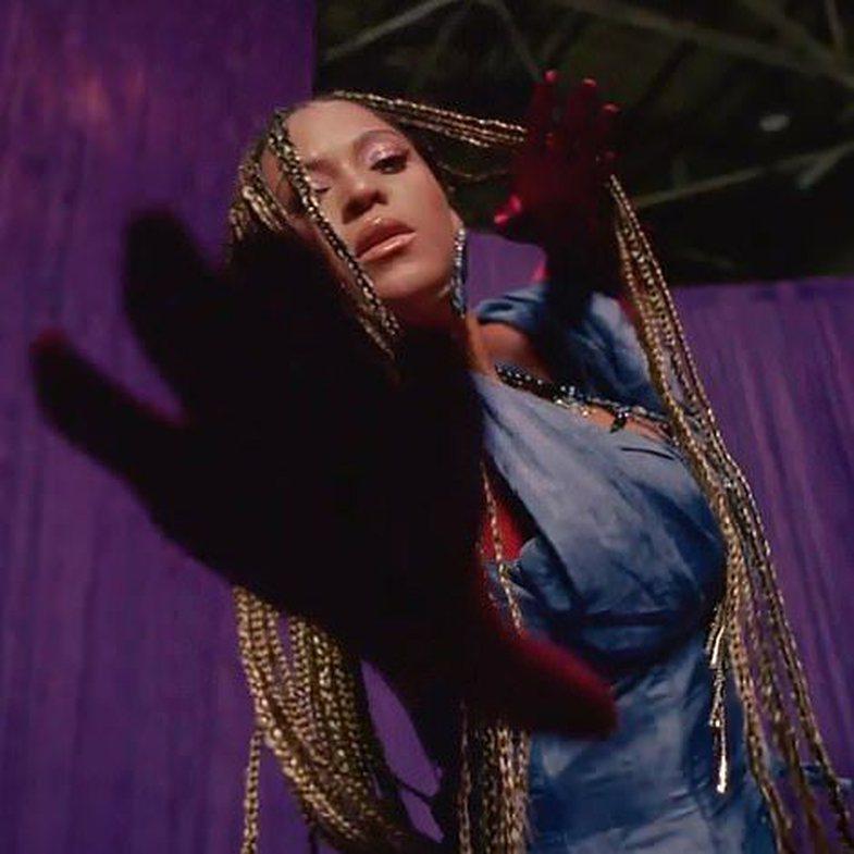 27 veshjet më fantastike të Beyoncé-s në 'Black Is