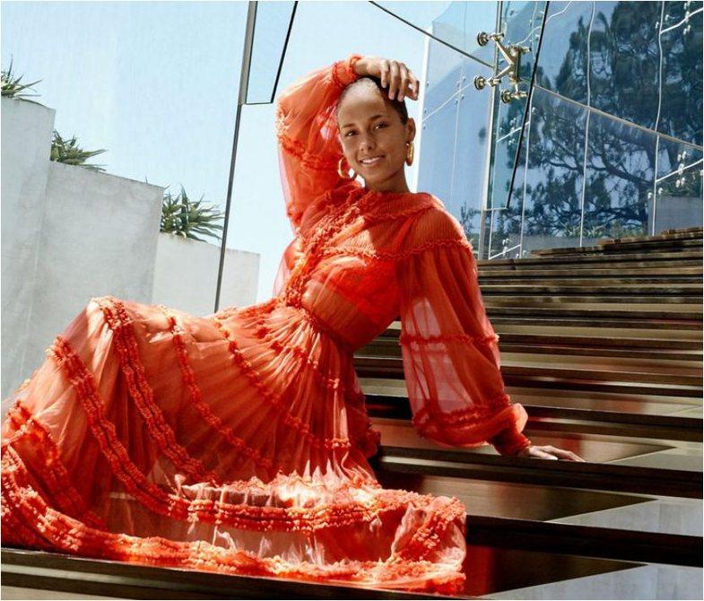 Ok, si është puna me këtë fustanin Fendi?