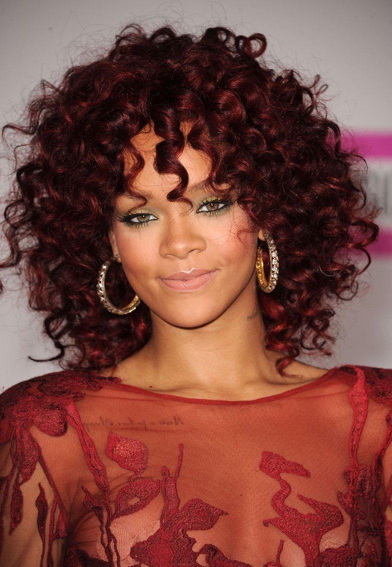Askush nuk eksperimenton me flokët, më mirë se Rihanna