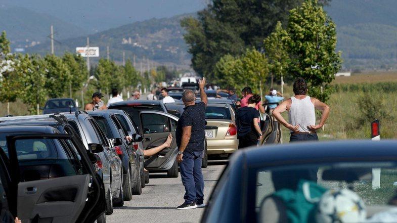 Situata kaotike në pikat kufitare: Ç'pritet të ndodhë
