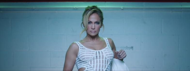 J.Lo & Maluma: Veshjet më të mira nga klipi