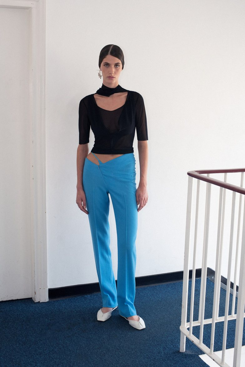 Trendi i ri thyen kode veshjeje dhe i nxjerr të brendshmet jashtë!
