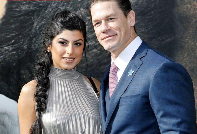 John Cena martohet përmes ceremonisë shumë, po shumë