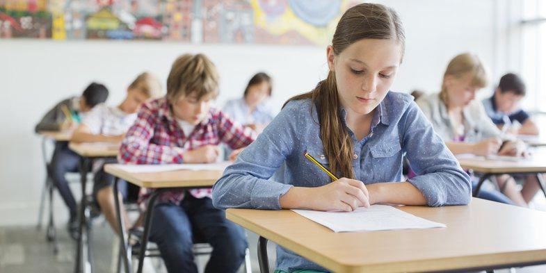 Ministria e Arsimit reagon rreth lajmit të mbylljes së shkollave