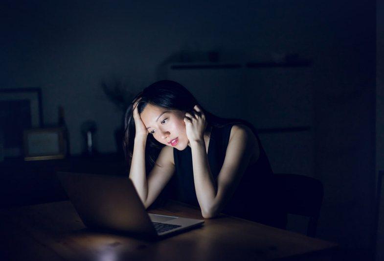 6 mendime të rrezikshme që duhet t'i fshini tani nga mendja