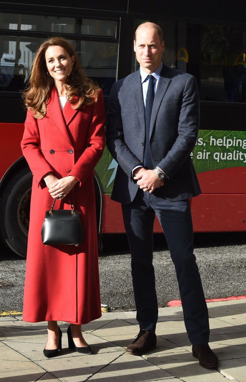 Frymëzuar nga Lady Diana: Si e kombinon Kate Middleton pallton e kuqe