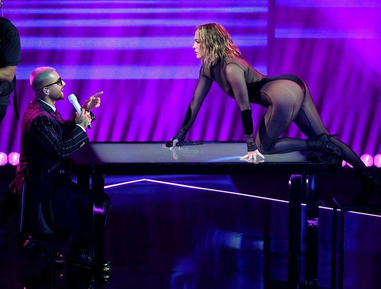 AMAs 2020: Performanca e Jennifer Lopez ishte aq sensuale, sa për pak do