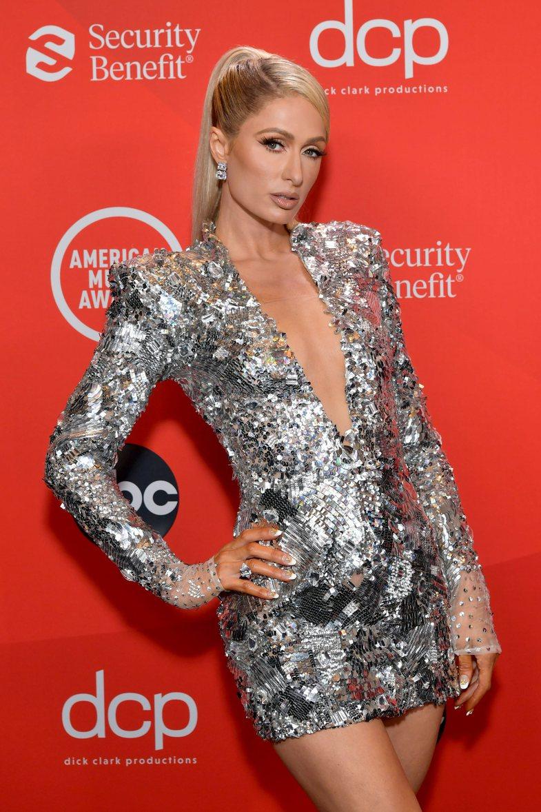 MTV AMAs 2020: Paris Hilton vishet nga Valdrin Sahiti