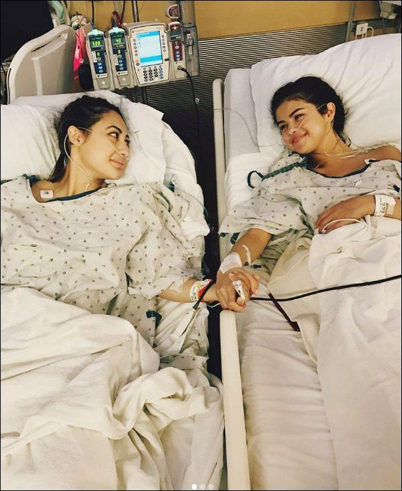 Seriali i kërkon falje Selena-s pas talljes me transplantin e veshkës