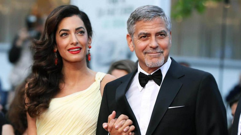 George Clooney priti fiks 20 minuta i ulur në gjunjë për