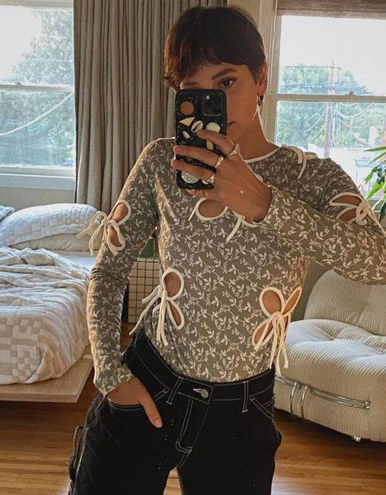 7 modele bluzash që e çojnë veshjen në nivel tjetër