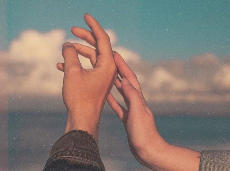 Frikë nga vetmia, refuzimi dhe braktisja: Shenjat e çrregullimit DPD