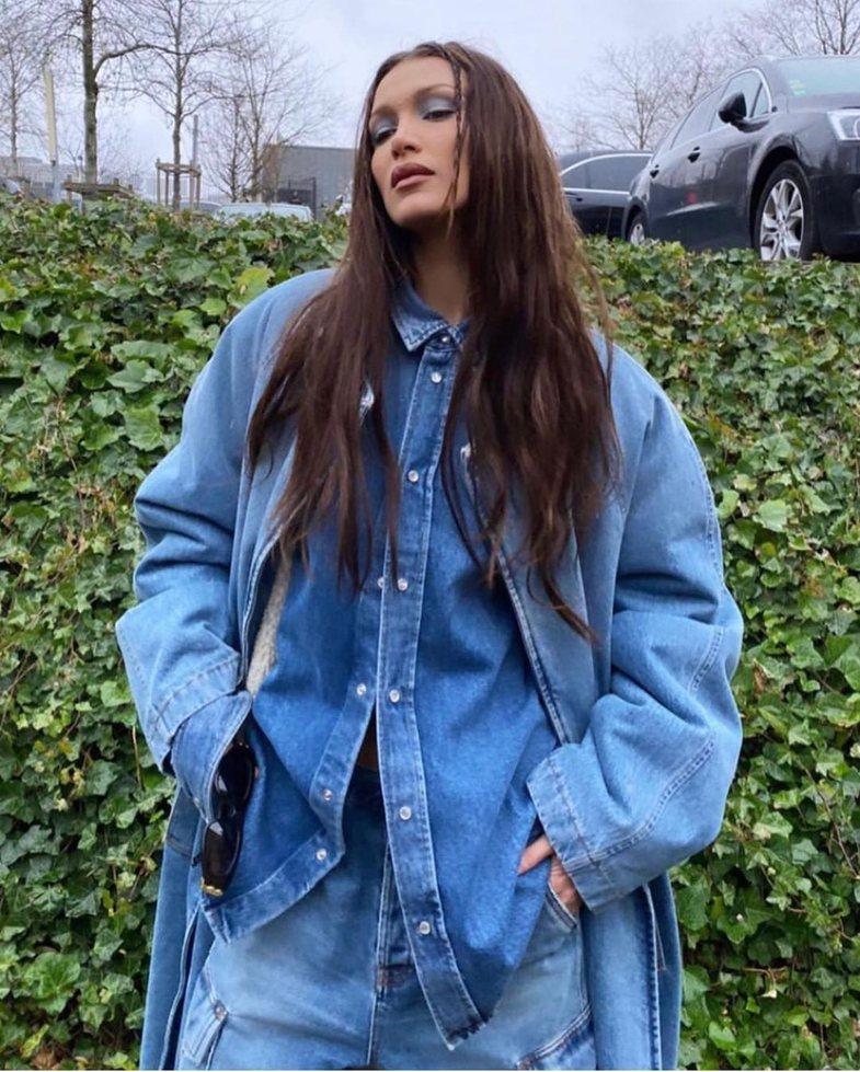 Askush s'i rikthen vitet '90 si Bella Hadid: Si ta rikrijoni stilin
