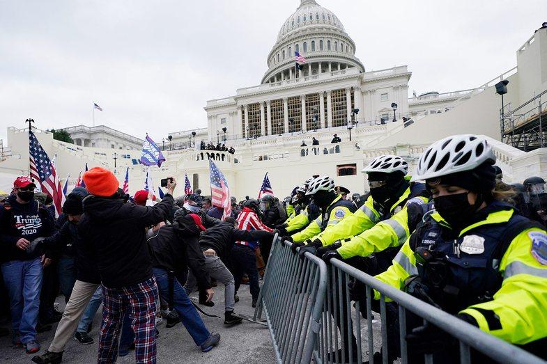 Armë, dhunë dhe të lënduar: Mbështetësit e Trump