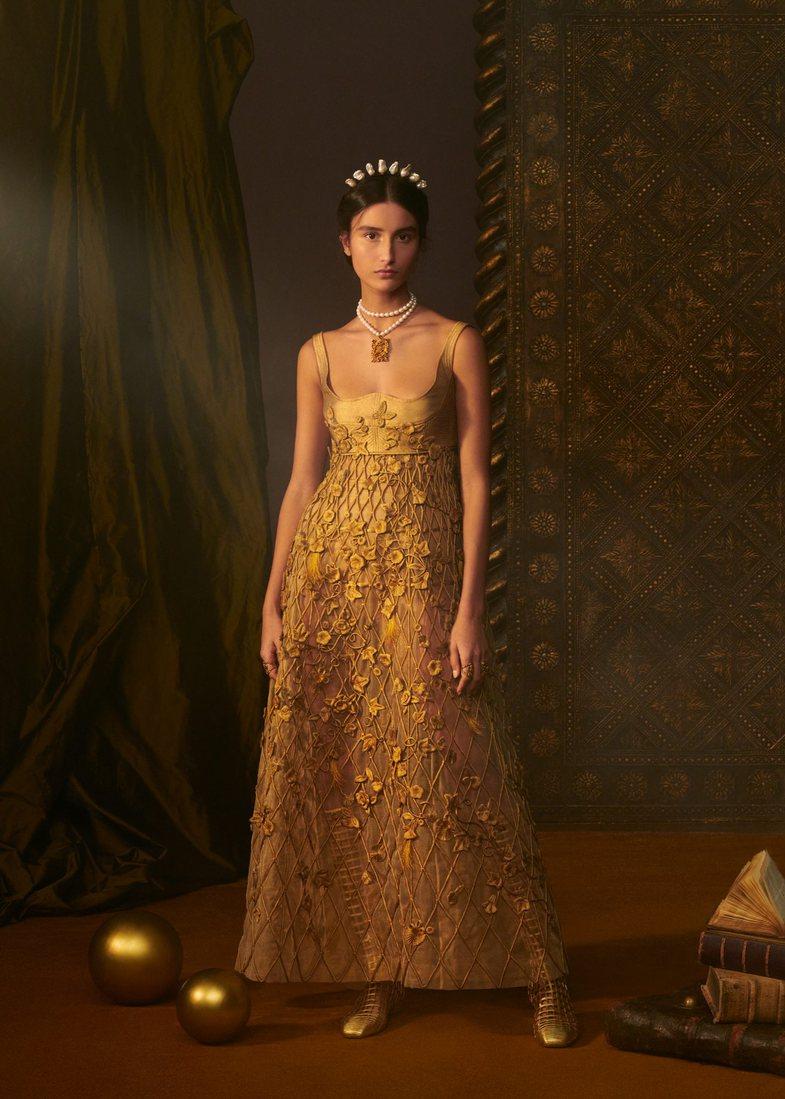 Për këtë fustan Dior Haute Couture u deshën 800 orë