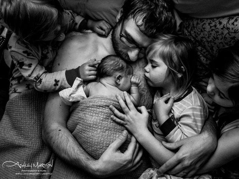 Fotografitë që kapën tmerrin dhe bukurinë e lindjeve në