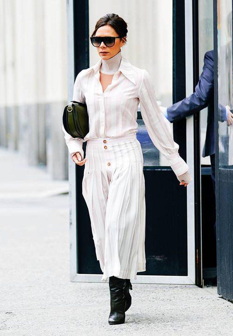 Si Victoria Beckham: 30+ veshje nga ikona e modës, që mund t'i