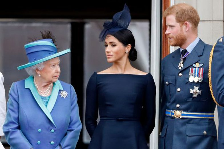 Mbretëresha Elizabeth u heq rolet mbretërore princit Harry dhe Meghan