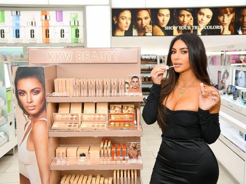 Kim Kardashian është zyrtarisht miliardere
