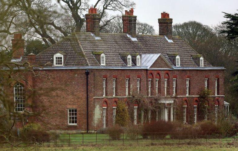 Si duket shtëpia e pushimit në fshat e çiftit mbretëror?