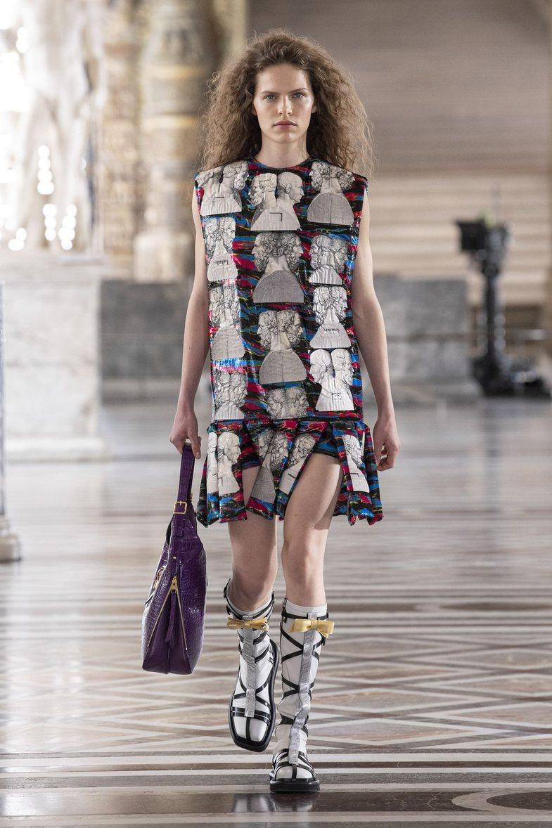 Dior, LV, Chanel, Celine, Kenzo, Balmain etj: Veshjet më të spikatura