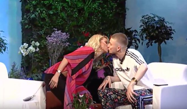 Roza Lati shows why he kissed Feron on the show
