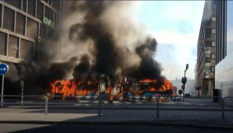 Autobusi shpërthen në qendër të Stockholmit