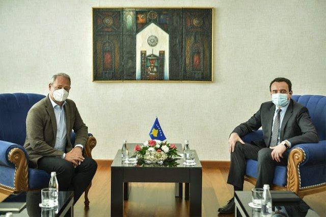 Kurti takohet me eurodeputetin Schieder, diskutojnë për prioritetet e