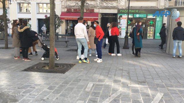 Çfarë po ndodh në Paris? Radhë të gjata