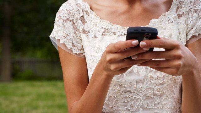 I fejuari e tradhëtoi online me të tjera, vajza anulon dasmën