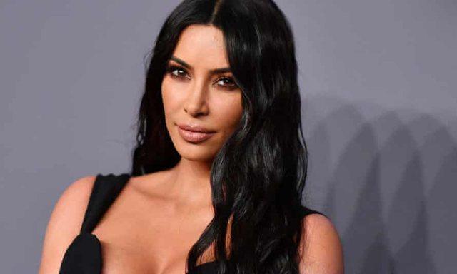 Kim Kardashian në telashe akuzohet për grabitjen e një