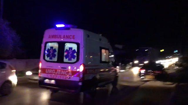 Aksident në Elbasan, plagoset rëndë motoristi