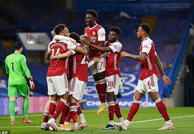 Chelsea me mendjen te finalja e Championsit, humbet derbin me Arsenal