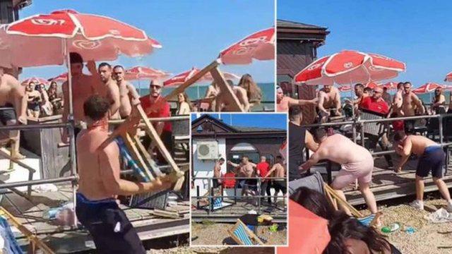 Video/ Grushte dhe karrige në ajër, sherr masiv në plazh