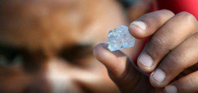 Gurët misteriozë 'ndezin' Afrikën e Jugut, dyshohet