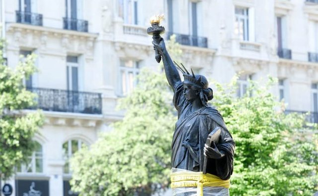 Franca do të dërgojë një statujë të dytë