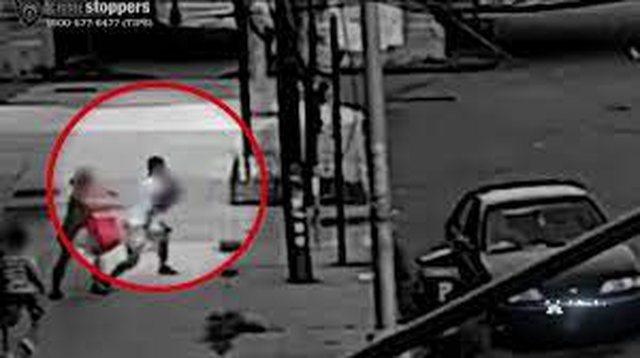 Video/ 24 vjeçari i rrëmben të birin, ja si e shpëton