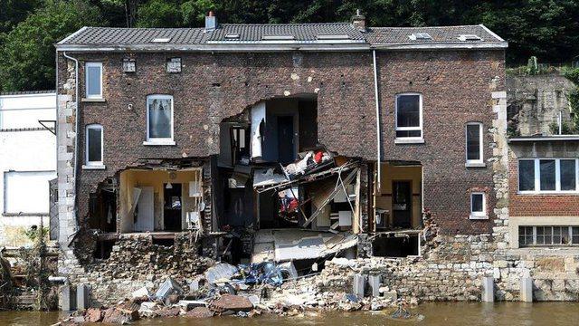 Foto-lajm/ Shtëpi dhe rrugë të shkatërruara, pasojat