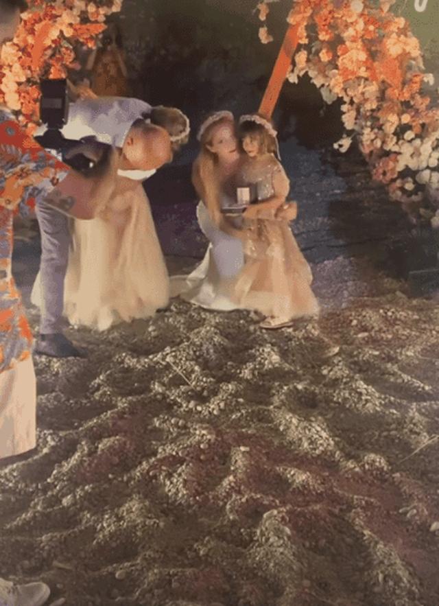 Pas shumë vitesh bashkëjetesë, gruaja i organizon dasmën