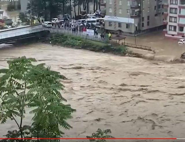 Video/ Përmbytje  të frikshme në Turqi, uji merr përpara