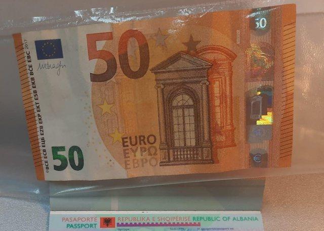 Me 50 euro në pasaportë tenton të kalojë kufirin, arrestohet