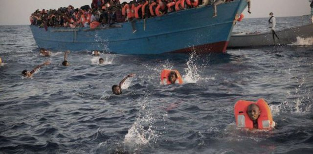 Fundoset anija me emigrantë, humbin jetën 57 persona, mes tyre 20 gra
